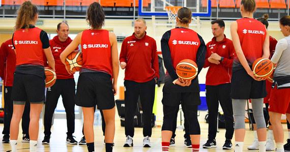 Trener reprezentacji Polski koszykarek Maros Kovacik zawęził kadrę do 16 zawodniczek, które powinny się stawić w Warszawie 30 stycznia przed lutowymi meczami eliminacji mistrzostw Europy. Do Rygi, gdzie biało-czerwone rozegrają dwa mecze z Białorusią w tzw. bańce, poleci 13 z nich.