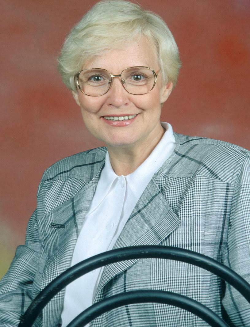 Od 1957 roku Edyta Wojtczak zachwycała z ekranów telewizorów urokiem osobistym, ta sama pogoda ducha towarzyszy jej do dziś. 28 stycznia popularna prezenterka obchodzi 85. urodziny.