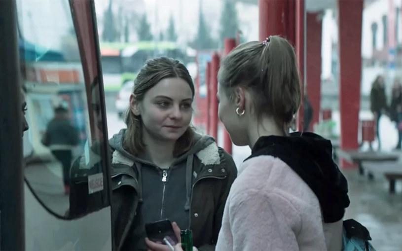 """Debiutująca na dużym ekranie, Zofia Stafiej, została nagrodzona na 51. Międzynarodowym Festiwalu Filmowym w Indiach za najlepszą rolę żeńską w filmie """"Jak najdalej stąd"""" Piotra Domalewskiego - poinformował na Twitterze Polski Instytut Sztuki Filmowej (PISF)."""