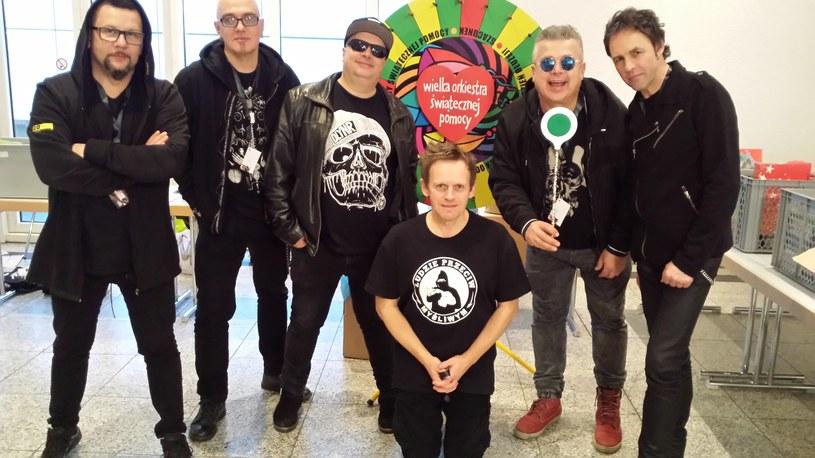 """Tuż przed nadchodzącym finałem Wielkiej Orkiestry Świątecznej Pomocy, grupa Big Cyc wypuściła klip """"Mówi Londyn"""" będący wsparciem dla wolontariuszy akcji dowodzonej przez Jurka Owsiaka."""