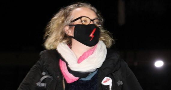 """""""Jesteśmy gotowe, żeby wyjść na ulice"""" - oświadczyły przedstawicielki Ogólnopolskiego Strajku Kobiet po publikacji uzasadnienia wyroku TK ws. aborcji. """"Wzywamy wszystkich, aby tym razem iść tak, żeby zostawiać ślady. Wyraźcie swój gniew tak, jak uważacie. To nie my zaczęłyśmy"""" - nawoływała Marta Lempart."""