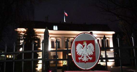 W Dzienniku Ustaw opublikowano wyrok Trybunału Konstytucyjnego z 22 października 2020 roku o niekonstytucyjności przepisu dopuszczającego aborcję w przypadku dużego prawdopodobieństwa ciężkiego i nieodwracalnego upośledzenia płodu albo nieuleczalnej choroby zagrażającej jego życiu. W Monitorze Polskim opublikowano z kolei uzasadnienie wyroku Trybunału Konstytucyjnego.