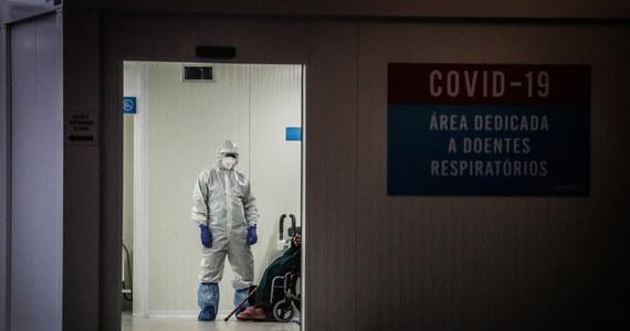 Resort zdrowia poinformował, że minionej doby w Polsce wykryto 7 156 nowych zakażeń koronawirusem. Po zachorowaniu na Covid-19 zmarło 389 osób.