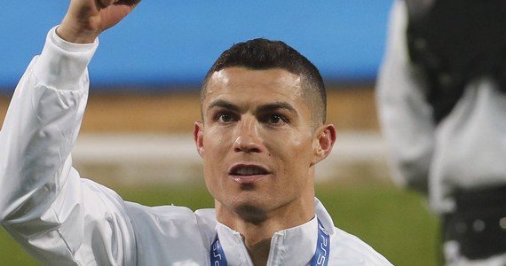 Karabinierzy z Doliny Aosty na północy Włoch wyjaśniają sprawę pobytu piłkarza Juventusu Turyn Cristiano Ronaldo i jego narzeczonej w słynnym górskim kurorcie Courmayeur. Na mocy przepisów sanitarnych nie mieli oni prawa tam być.
