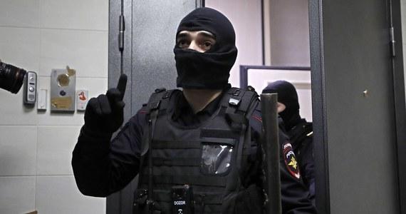 Niezależny radny miejski z Moskwy Konstantin Jankauskas poinformował w piątek, że został zatrzymany. Policja zamierza przesłuchać go w sprawie karnej dotyczącej naruszenia wymogów sanitarnych podczas demonstracji 23 stycznia w obronie Aleksieja Nawalnego.