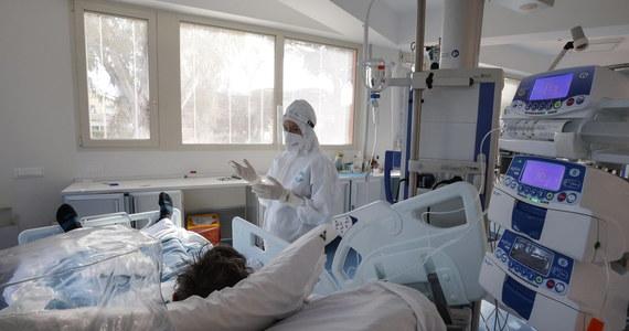 Resort zdrowia poinformował, że minionej doby w Polsce wykryto 6 144 nowych zakażeń koronawirusem. Po zachorowaniu na Covid-19 zmarło 336  osób.