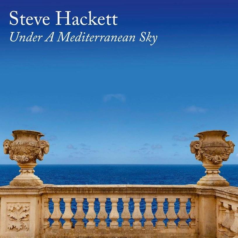 """Steve Hackett po raz kolejny w karierze zrzuca kajdany, jakie narzucił mu rock progresywny i tym razem wyzwolił się z nich na dobre. """"Under A Mediterranean Sky"""" to jedna z najbardziej udanych pozycji w karierze byłego gitarzysty Genesis."""