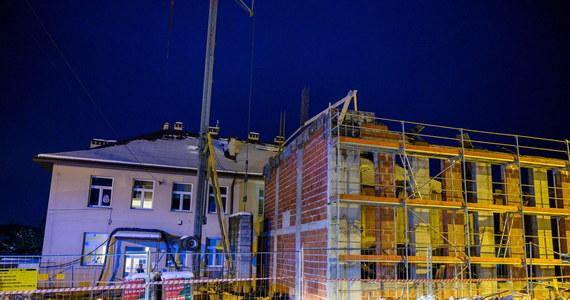 Siedem osób zostało rannych, w tym dwie ciężko, w wyniku katastrofy budowlanej w miejscowości Żurowa w Małopolsce. Do wypadku doszło podczas prac budowlanych w szkole podstawowej.
