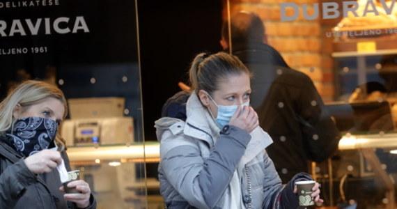 Epidemia Covid-19 może nasilać się w pewnych okresach roku - sugerują naukowcy z USA. Analiza epidemii w ponad 200 państwach wskazuje na jej silny związek z szerokością geograficzną i temperaturą. Istotne mogą być różne czynniki - klimatyczne, kulturowe i fizjologiczne, np. zmiany w produkcji witaminy D.