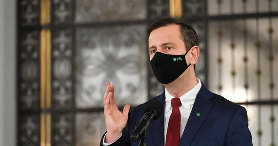 """""""Jeżeli rząd nie otworzy m.in. restauracji i hoteli, będzie pozew zbiorowy w imieniu wszystkich pokrzywdzonych przedsiębiorców"""" - zapowiedział w sobotę prezes PSL Władysław Kosiniak-Kamysz."""