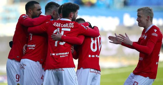 Aż siedem bramek padło w niedzielnym meczu Wisły Kraków z Piastem Gliwice. Krakowianie po 20 minutach prowadzili już 3:0, a w końcówce nie potrafili uratować nawet remisu i ostatecznie przegrali 3:4.