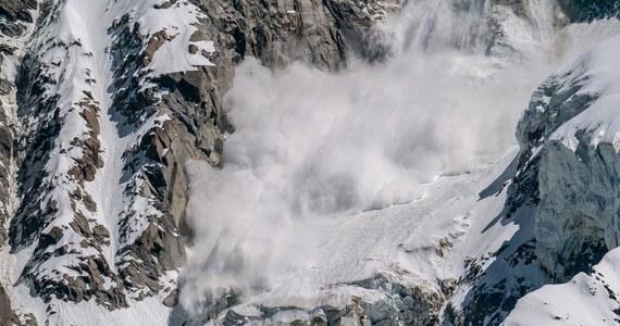Podczas weekendu w lawinach w górskich rejonach Austrii zginęły cztery osoby.