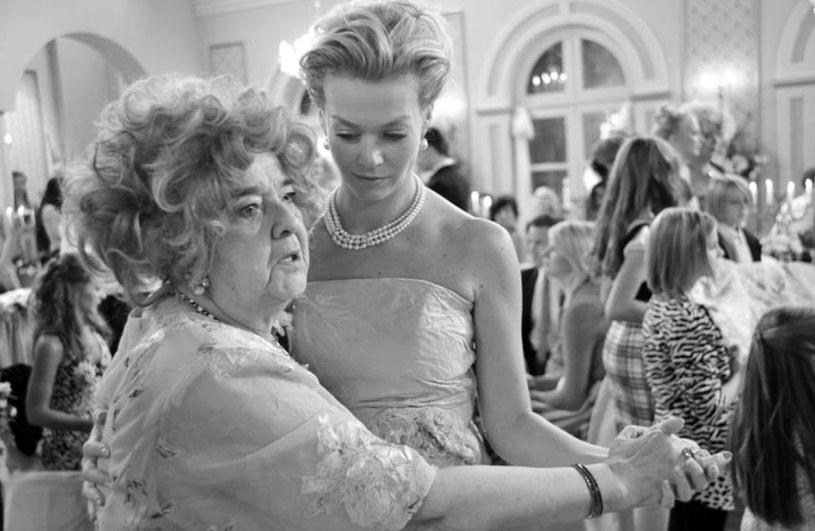 """Krystyna Rutkowska-Ulewicz nie żyje. Aktorka zmarła 31 stycznia w Warszawie. Odtwórczyni słynnej roli babci Apolonii w serialu """"Niania"""" miała 87 lat."""