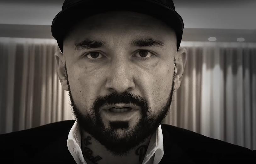 """Patryk Vega udostępnił za darmo na kanale YouTube oraz Facebooku swój najnowszy dokument """"Oczy diabła"""". Produkcja podejmuje temat nielegalnego handlu dziećmi w """"dzisiejszej Europie""""."""