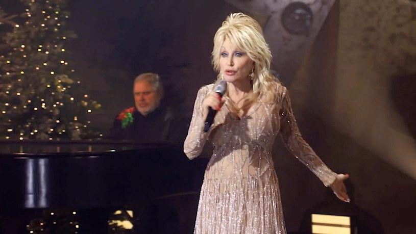 Słynna amerykańska piosenkarka country, aktorka, działaczka społeczna Dolly Parton po raz pierwszy w karierze wzięła udział w reklamie, która zostanie wyemitowana podczas Super Bowl, czyli finału ligi futbolu amerykańskiego NFL, najbardziej medialnego wydarzenia w USA.