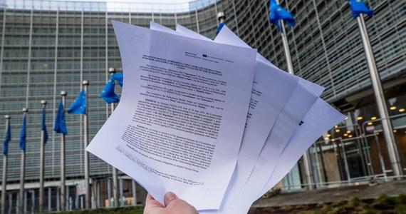 Przedstawiciel polskich władz jest jednym z siedmiu głównych negocjatorów, którzy w imieniu Unii Europejskiej pod kierunkiem Komisji Europejskiej negocjują dla 27 państw kontrakty z firmami farmaceutycznymi na zakup szczepionek – ustaliła nasza dziennikarka Katarzyna Szymanska-Borginon.