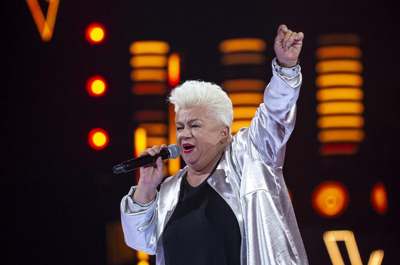 """Podopieczna Andrzeja Piasecznego, 67-letnia Barbara Parzeczewska wygrała drugą edycję """"The Voice Senior"""". Co wydarzyło się w finałowym odcinku?"""