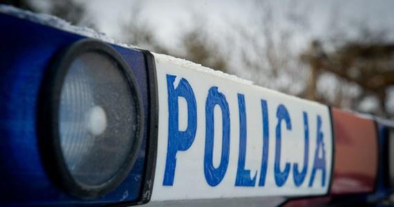 Strzały i staranowany radiowóz w Gdańsku. Policjanci szukają kierowcy, którego bezskutecznie próbowali dziś zatrzymać do kontroli. Ogłoszony został alarm dla kilku komisariatów.