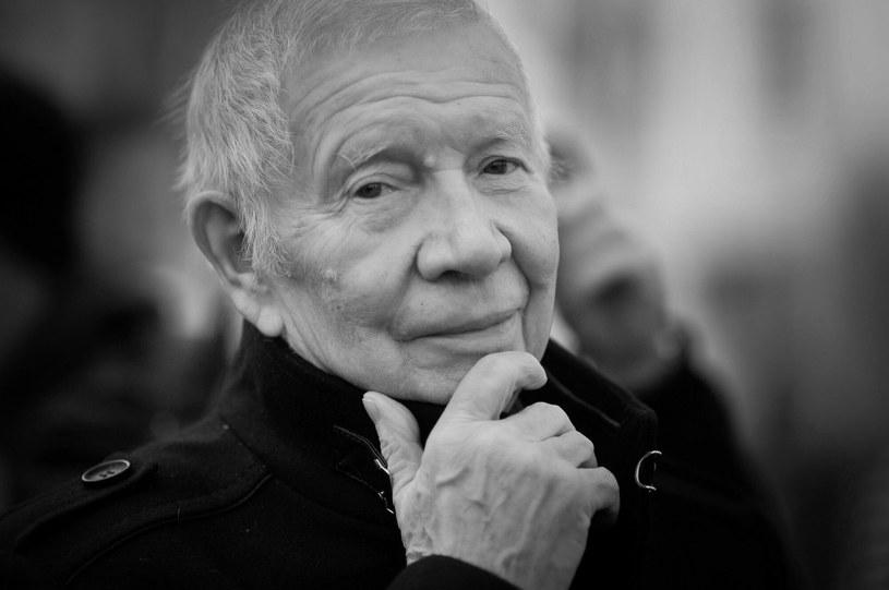 """Nie żyje Michał Szewczyk, aktor znany z ról w ponad 100 filmach i serialach telewizyjnych. Miał 86 lat. Widzowie pamiętają go z ról w takich produkcjach, jak """"Prawo i pięść"""", """"Eroica"""", """"Zamach"""", """"Kalosze szczęścia"""", """"Popioły"""" czy """"O dwóch takich, co ukradli księżyc""""."""