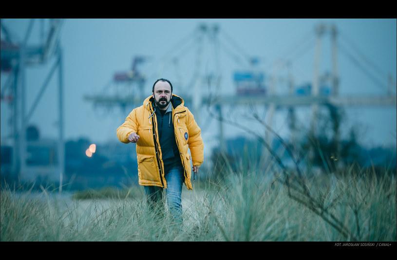 """Na 26 marca zaplanowano premierę nowego serialu Canal+ """"Klangor"""". Główną rolę w ośmioodcinkowej produkcji zagrał Arkadiusz Jakubik."""