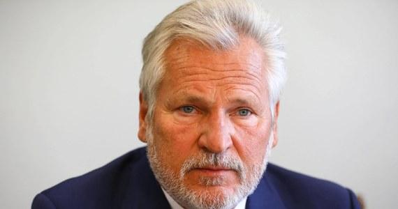 Aleksander Kwaśniewski oraz jego małżonka Jolanta Kwaśniewska są zakażeni koronawirusem - poinformowała Aleksandra Łaszewska, dyrektor biura byłego prezydenta.