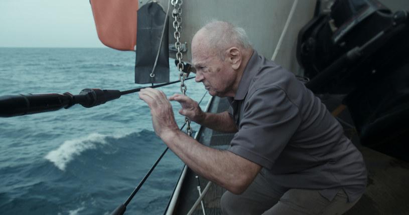"""Po prostu skoczył - zobaczył, że statki zaczynają przygotowywać się do rozłączenia, że nie może zwlekać, że to jedyna szansa, drugiej nie będzie. """"Skok"""" Giedrė Žickytė opowiada historię na miarę """"300 mil do nieba""""."""