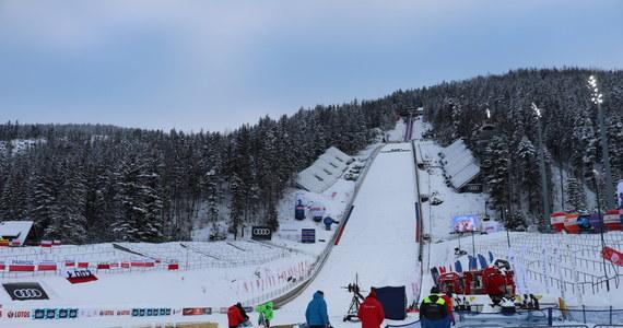 Jedenastu polskich skoczków narciarskich wystartuje w zawodach Pucharu Świata w Zakopanem, które zostaną zorganizowane 12-14 lutego - poinformował Polski Związek Narciarski. Drugie w tym sezonie konkursy na Wielkiej Krokwi odbędą się zamiast rywalizacji w chińskim Zhangjiakou, odwołanej z powodu pandemii.