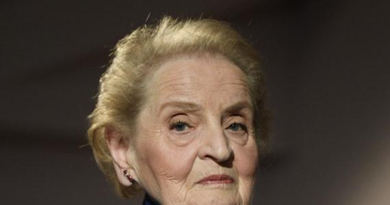 """Była sekretarz stanu USA w gabinecie Billa Clintona Madeleine Albright wyraziła na Twitterze wyrazy wsparcia dla polskich mediów, które protestują przeciwko rządowym planom wprowadzania podatków od mediów. """"Nazwijmy rzeczy po imieniu te działania to atak na demokracje i rządy prawa"""" - napisała Albright."""