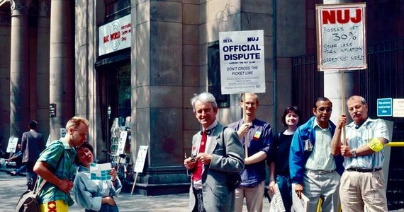 Strajki zdarzają się także w mediach publicznych. Nasz londyński korespondent Bogdan Frymorgen, przez wiele lat pracował w Serwisie Światowym BBC, a więc w publicznej rozgłośni. Wielokrotnie uczestniczył również w różnych protestach.