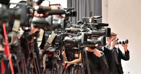 Rząd fałszywie próbuje przekonywać, że w nowym podatku medialnym chodzi o uderzenie w cyfrowych gigantów. Kłopot w tym, że to zasłona dymna. Dlaczego – wyjaśnimy poniżej. Przypomnijmy, rząd chce wprowadzić nowy podatek reklamowy w wysokości nawet 15 procent. Przeciwko tym planom protestują wolne media w Polsce.