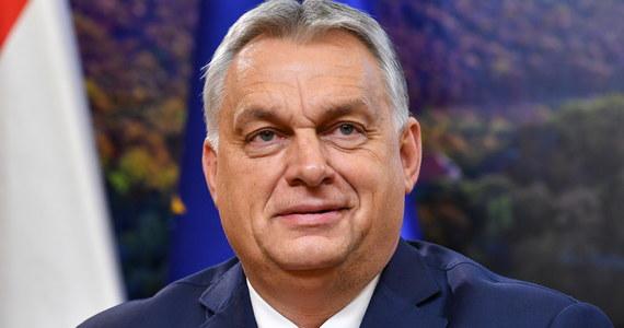 Jeśli na Węgrzech rozpocznie się szczepienie chińskim preparatem Sinopharm, to do Wielkanocy uda się zaszczepić wszystkie zarejestrowane osoby - oświadczył premier Viktor Orban w Radiu Kossuth.