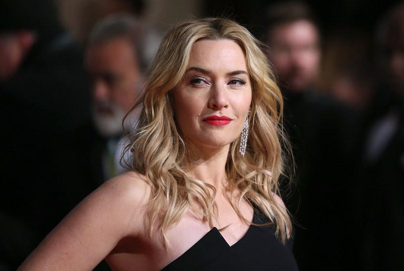 """Zdobyła ogromną popularność i mnóstwo nagród, na czele z Oscarem i czterema Złotymi Globami. Jest zaliczana do grona najbardziej cenionych i lubianych gwiazd Fabryki Snów. Okazuje się tymczasem, że ona sama nie bardzo przepadała za Hollywood i panującą w nim atmosferą. W najnowszym wywiadzie Kate Winslet zdradziła, że zawsze czuła się tam wyobcowana. """"To ogromne, przerażające miejsce, gdzie każdy musi być szczupły i wyglądać w określony sposób"""" - powiedziała."""