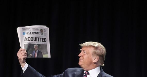 """""""Ostateczne głosowanie nie doprowadziło do wydania werdyktu skazującego, ale treść zarzutu nie podlega dyskusji"""" – tak prezydent USA Joe Biden skomentował uniewinnienie Donalda Trumpa przez Senat w procesie impeachmentu. Podkreślił, że """"nawet ci senatorowie, którzy głosowali przeciwko wydaniu werdyktu skazującego, jak np. lider republikanów w Senacie Mitch McConnell, uważają, że Donald Trump jest winny jaskrawego naruszenia swoich obowiązków i ponosi moralną odpowiedzialność za to, co sprowokował: przemoc, która wyraziła się atakiem na Kapitol""""."""