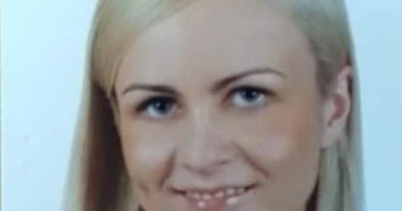 Policjanci z Komisariatu Policji w Kętach prowadzą intensywne poszukiwania 41-letniej mieszkanki Kęt. Ksenia Wysogląd wyszła wczoraj ze swojego mieszkania bez dokumentów i telefonu. Do tej pory nie skontaktowała się ze swoją rodziną.