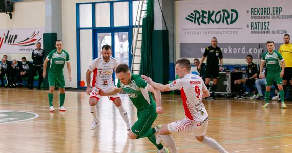 Choć po ostatniej kolejce emocje w walce o medale w STATSCORE Futsal Ekstraklasie nieco opadły, to dla równowagi powróciły one w strefie spadkowej, która w końcu zaczęła punktować.