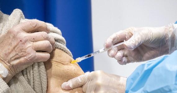 Najbliższa dostawa do Polski szczepionek Moderny będzie aż dwukrotnie mniejsza, niż wcześniej zapowiadano – dowiedział się reporter RMF FM Paweł Balinowski. Dostawa ma dotrzeć do naszego kraju w przyszłym tygodniu.