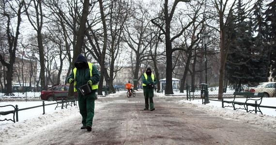 """""""Obecna zima jest najdroższą zimą w historii Krakowa"""" – przekazał magistrat. Koszty działań związanych z pracą miejskich służb w ramach akcji """"Zima"""" w tym sezonie wyniosły już ponad 38 mln zł, w tym 11,6 mln zł tylko w dniach od 6 do 11 lutego."""
