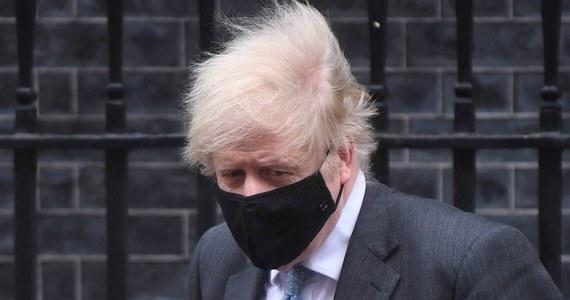 Brytyjski premier Boris Johnson oświadczył w poniedziałek, że chce, aby obecny lockdown był ostatnim, ale nie może dać żelaznych gwarancji co do tego. Powiedział też, że bezprecedensowe osiągnięcie w postaci 15 mln zaszczepionych osób nie może stać się czasem relaksu.