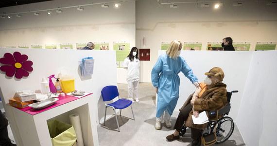 """Alarm wokół różnych nowych wariantów koronawirusa, w tym brytyjskiego, jest """"jak najbardziej uzasadniony"""" -powiedział PAP pracujący w Mediolanie biolog medyczny doktor Maciej Tarkowski. Dodał, że nie wiadomo, co będzie działo się z wirusem w przyszłości."""