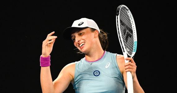 Koniec nadziei na polski sukces w wielkoszlemowym Australian Open. Mikst Iga Świątek - Łukasz Kubot przegrał z amerykańsko-belgijska parą Hayley Carter i Sanderem Gille 4:6, 1:6, kończąc tym samym swój udział w turnieju.
