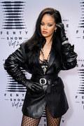 Rihanna opublikowała zdjęcie topless. Tak reklamuje swoją markę
