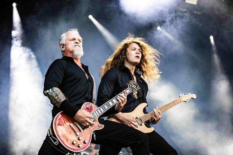 Sześć zarzutów usłyszał Jon Schaffer, lider i gitarzysta metalowego zespołu Iced Earth, za udział w styczniowym ataku na Kapitol. Muzyk przed sądem przyznał się do winy w dwóch przypadkach. Co mu za to grozi?