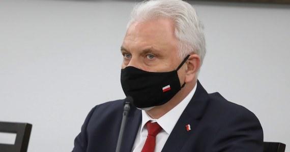 Trzecia fala pandemii puka do naszych drzwi, jest już bardzo blisko, w ostatnich dniach rośnie zagrożenie Covid-19 - powiedział na posiedzeniu sejmowej komisji kultury fizycznej, sportu i turystyki sekretarz stanu w Ministerstwie Zdrowia Waldemar Kraska.