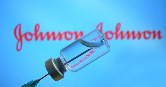 Amerykański koncern farmaceutyczny i kosmetyczny Johnson & Johnson złożył do Europejskiej Agencji Leków (EMA) wniosek o zatwierdzenie dla Unii Europejskiej swojej szczepionki przeciw Covid-19. Jak donosi brukselska korespondentka RMF FM Katarzyna Szymańska-Borginon, nieoficjalnie mówi się, że EMA mogłaby wydać opinię ws. preparatu w połowie marca. Szczepionka J&J ma nad preparatami Pfizera, Moderny i AstraZeneki istotną przewagę: może być podawana w tylko jednej dawce, co upraszcza znacząco proces szczepień.