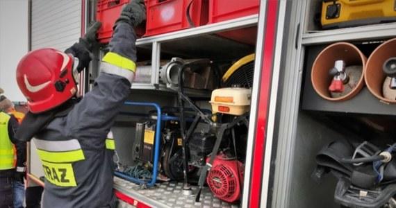 Nocny wybuch i pożar w zakładach produkujących gazy techniczne w Chorzowie. Dwie osoby są ranne. Życiu poszkodowanych nic nie zagraża.