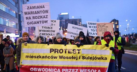 Względy formalne zdecydowały o uchyleniu przez Generalną Dyrekcję Ochrony Środowiska decyzji środowiskowej w sprawie Wschodniej Obwodnicy Warszawy. W praktyce ta inwestycja, przeciwko której od lat protestowali mieszkańcy dzielnicy Wesoła i Sulejówka, na nieokreślony czas została wstrzymana.