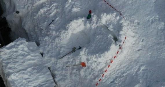 Do tragedii doszło w szwajcarskim kantonie Gryzonia. 7-letni chłopiec zmarł po tym, jak na niego i jego ojca zawaliło się zbudowane przez nich igloo.