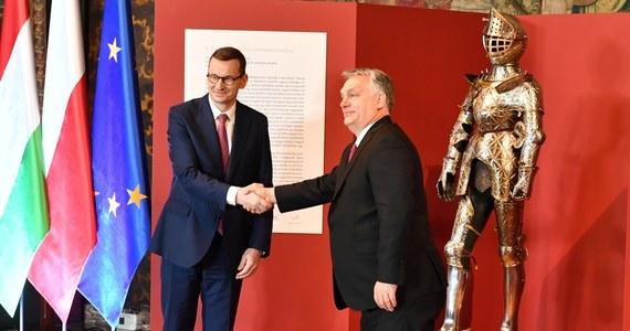 Renesansowa zbroja młodego Zygmunta II Augusta trafiła w środę do zbiorów Zamku Królewskiego na Wawelu. Jej przekazanie było możliwe dzięki decyzji węgierskiego rządu i przychylności premiera Viktora Orbana.