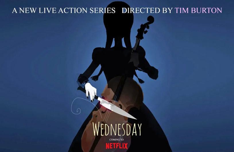 """Wednesday Addams ze słynnej rodziny Addamsów będzie bohaterką serialu Tima Brutona, który ten oryginalny twórca wyreżyseruje dla Netfliksa. Produkcja ta będzie zarazem debiutem legendarnego reżysera w formacie serialowym. Serial """"Wednesday"""" liczył będzie osiem odcinków."""