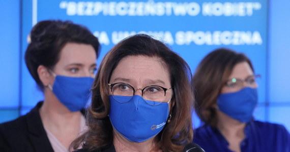 """""""Wczoraj zarząd zaakceptował stanowisko wypracowane przez zespół. Stanowisko to jest dopiero początek prac nad ustawą"""" – stwierdziła w TVN 24 wicemarszałek Sejmu Małgorzata Kidawa-Błońska, pytana o project Platformy Obywatelskiej dopuszczający aborcję do 12 tygodnia ciąży. """"Ta ustawa na pewno wymaga wielu konsultacji i z lekarzami, i z prawnikami, więc mamy czas, aby do końca kadencji przygotować dobre prawo"""" - dodała."""